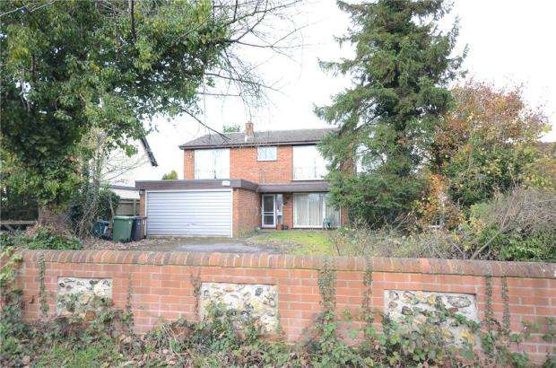 4 Bedrooms Detached House for sale in Wood Lane, Gallowstree Common, Reading