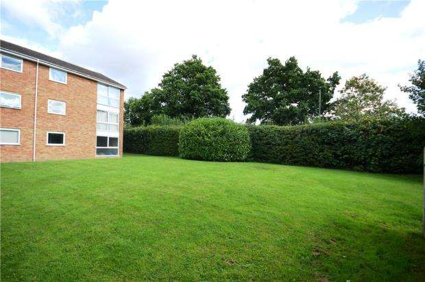 2 Bedrooms Apartment Flat for sale in Hale Court, Fairview Gardens, Farnham