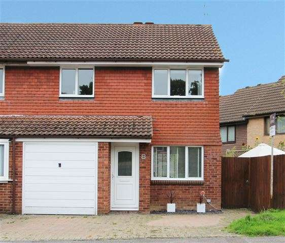 3 Bedrooms Semi Detached House for sale in Birkdale Drive, Ifield, Crawley