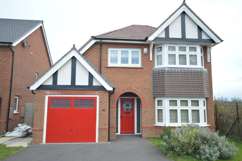 3 Bedrooms Detached House for sale in Yew Gardens