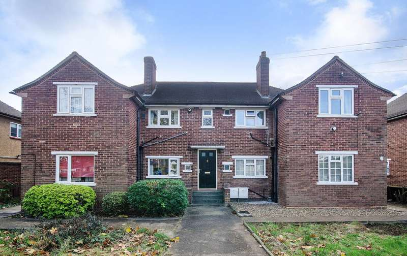 2 Bedrooms Flat for sale in Bromley Crescent, Ruislip Gardens, HA4