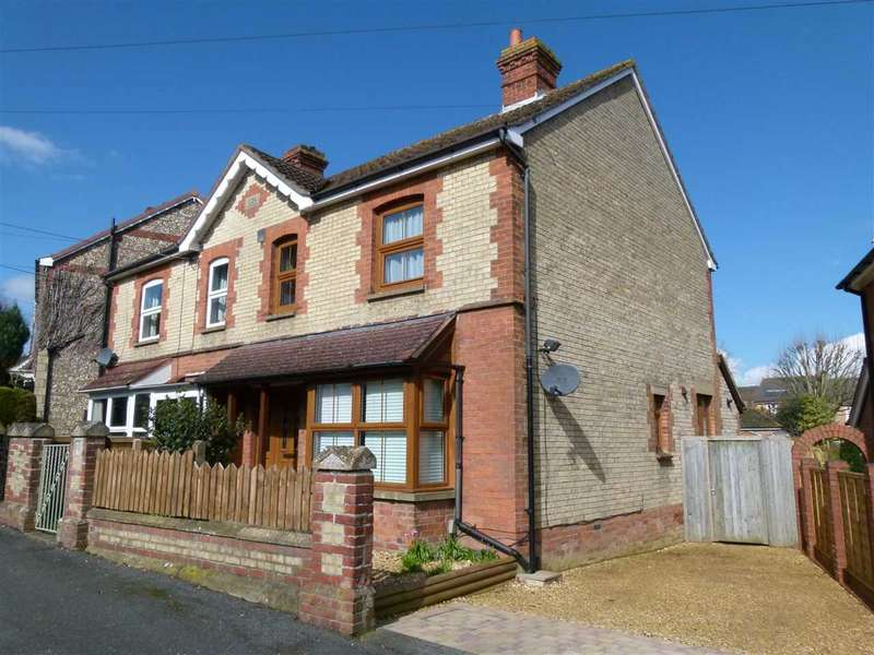 3 Bedrooms Semi Detached House for rent in Perfect commuter location! 3 bed in sought after area near town