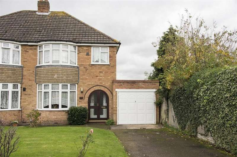 3 Bedrooms Semi Detached House for sale in Hall Drive, Birmingham
