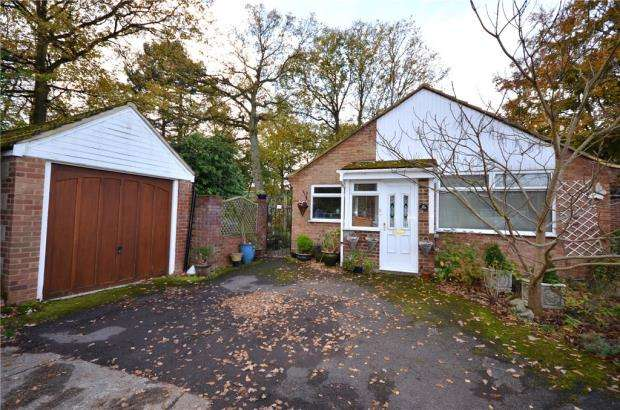 3 Bedrooms Detached Bungalow for sale in Regent Close, Fleet, Hampshire