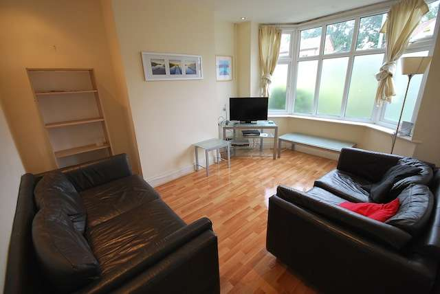 4 Bedrooms Semi Detached House for rent in Lees hall Crescent, Fallowfield, Manchester, m14 6xz