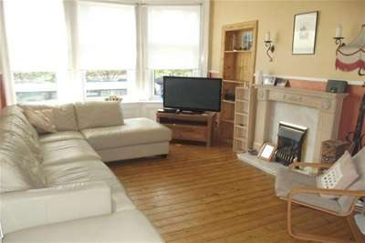 2 Bedrooms Flat for rent in Alexandra Parade, Dennistoun, G31.