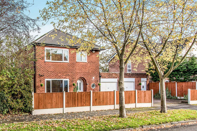 3 Bedrooms Detached House for sale in Pasture Field Road, Manchester, M22