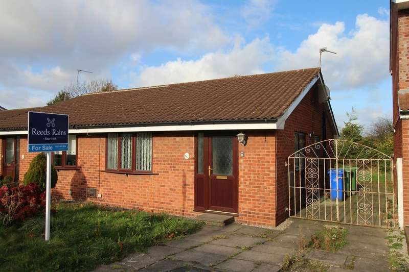 2 Bedrooms Semi Detached Bungalow for sale in Chedworth Drive, Widnes, WA8