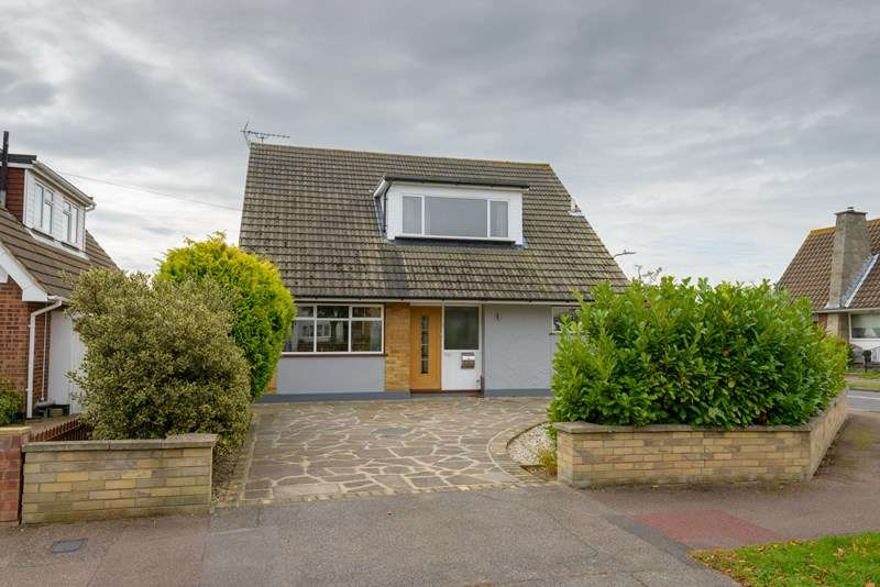 4 Bedrooms Detached House for sale in South Backing, Thorpe Bay