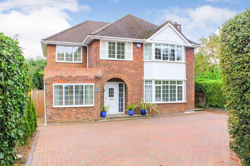4 Bedrooms Detached House for sale in RARELY AVAILABLE 4 or 5 BED DETACHED with 140` approx garden in this EXCLUSIVE RESIDENTIAL SITUATION in Boxmoor