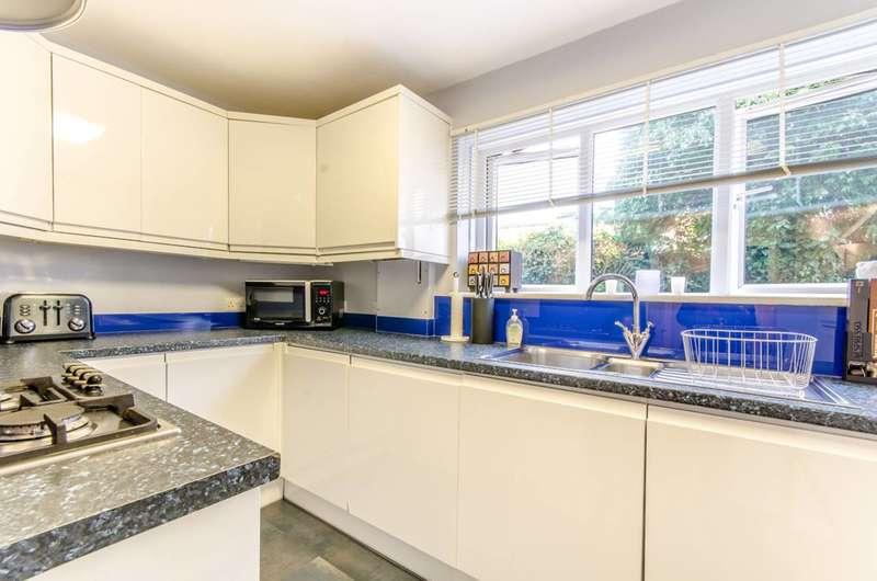 2 Bedrooms Flat for sale in Bells Hill, High Barnet, EN5