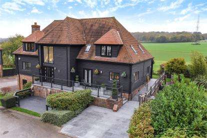 5 Bedrooms Detached House for sale in The Barn Home Farm, Hawstead Lane, Chelsfield Village