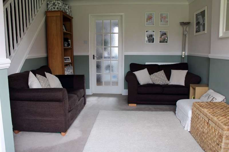 2 Bedrooms Terraced House for sale in Doeshill Drive,Wickford,Essex SS12 9RD
