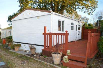 2 Bedrooms Bungalow for sale in Wimborne Road, Redhill, Bournemouth
