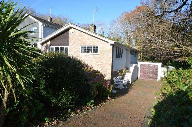 3 Bedrooms Detached Bungalow for sale in Broadley Drive, Livermead, Torquay, Devon