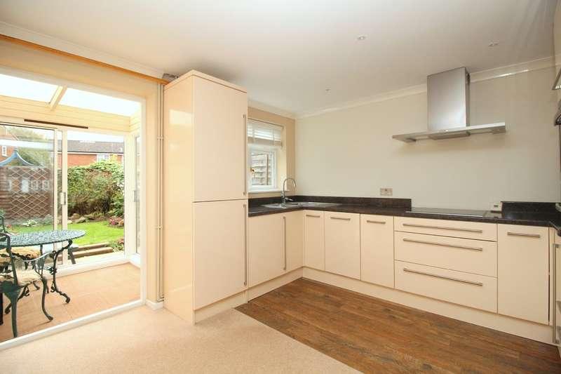 2 Bedrooms Terraced House for sale in Hazelhurst Crescent, Horsham