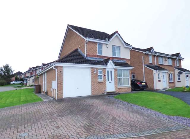 3 Bedrooms Detached House for sale in Redwood Drive, Chorley, PR7