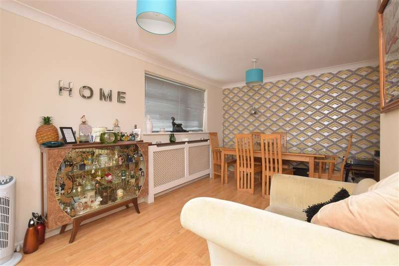 4 Bedrooms Bungalow for sale in Gypsy Lane, Waterlooville, Hampshire