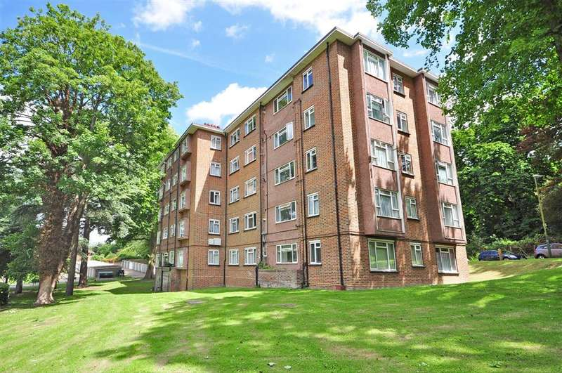 3 Bedrooms Apartment Flat for sale in Radcliffe Gardens, Carshalton, Surrey