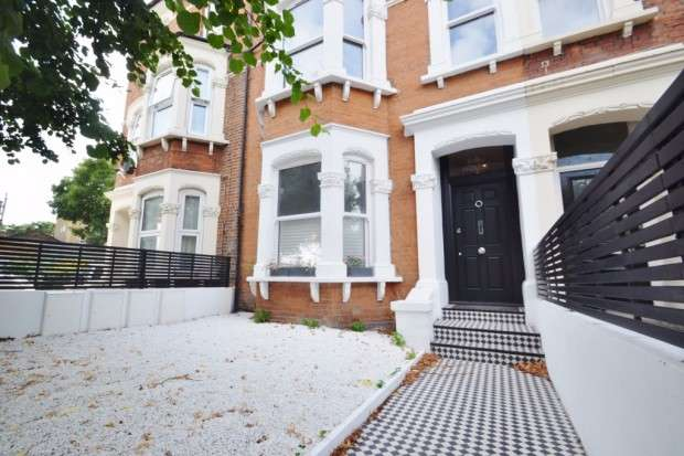 2 Bedrooms Apartment Flat for sale in York Grove, Peckham, SE15
