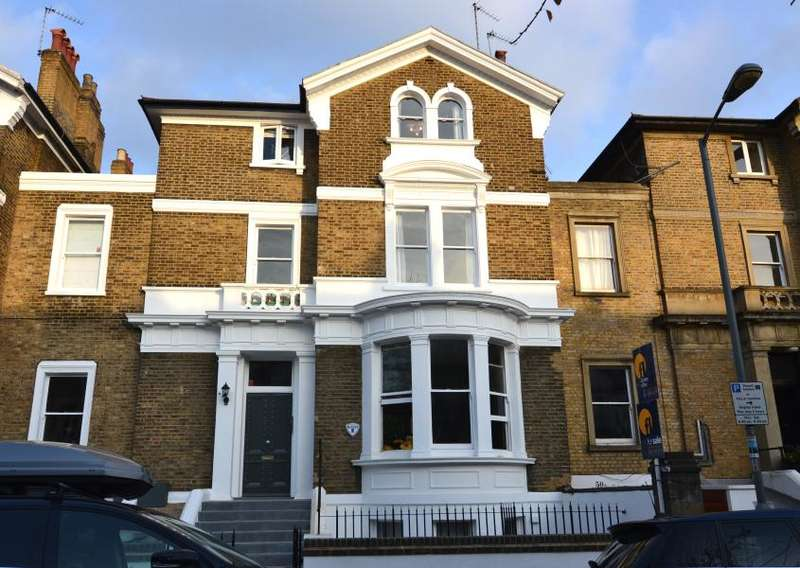 2 Bedrooms Flat for sale in Altenburg Gardens,Battersea, SW11