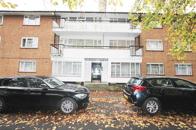 2 Bedrooms Flat for sale in Regents Court, Stonegrove , Edgware, Greater London. HA8 8AD