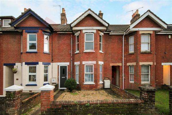 3 Bedrooms Terraced House for rent in Courthill Road, Poole