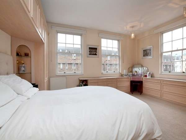 2 Bedrooms Flat for sale in Prince Regent Mews, NW1