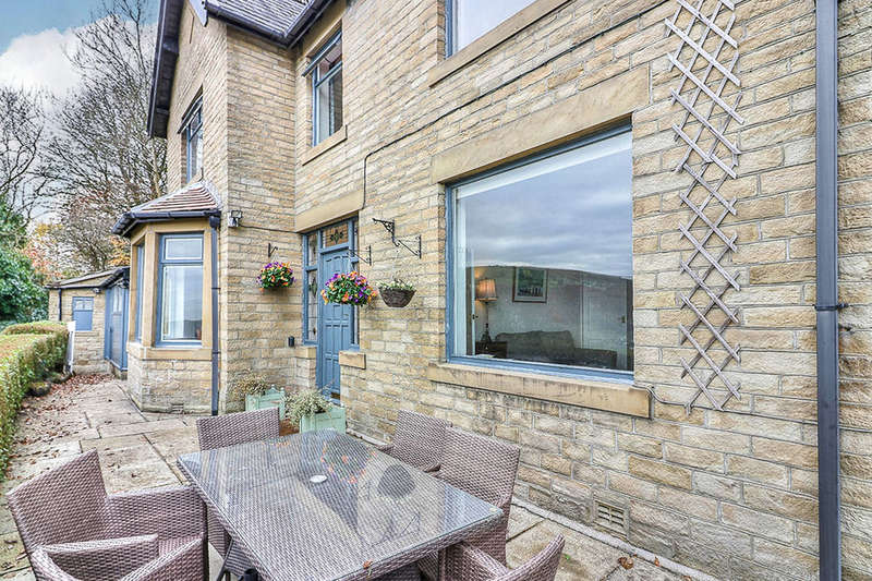 3 Bedrooms Detached House for sale in Heptonstall Road, HEBDEN BRIDGE, HX7