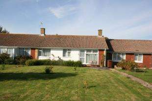 2 Bedrooms Bungalow for sale in Hamlands Lane, Eastbourne, East Sussex