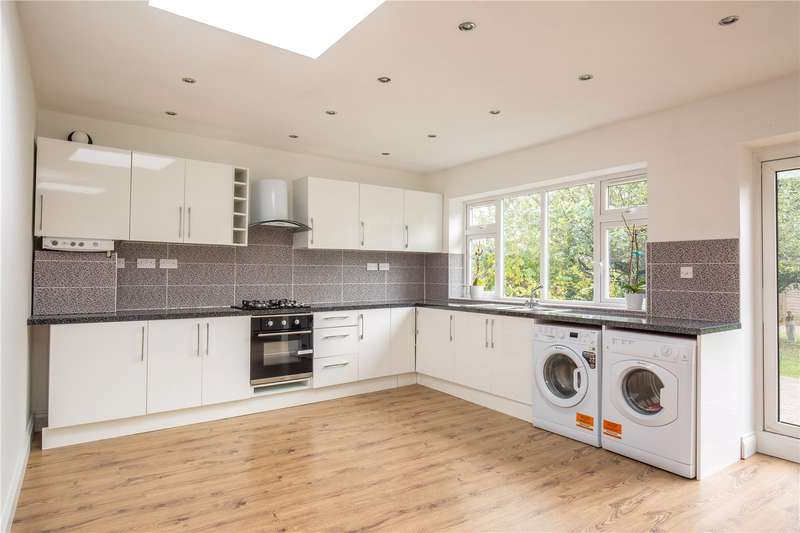 4 Bedrooms Bungalow for sale in Connaught Avenue, East Barnet, Hertfordshire, EN4