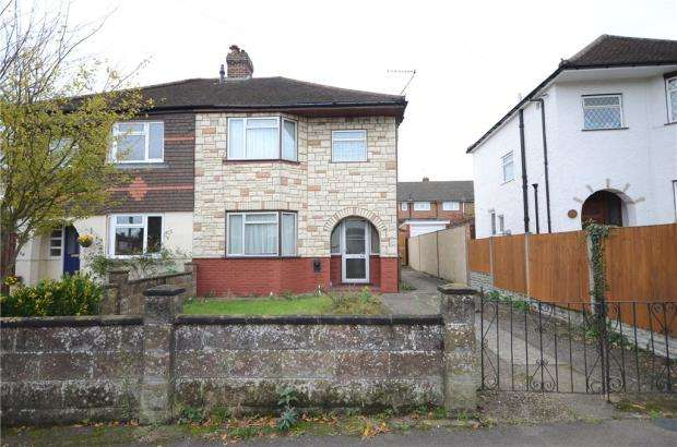 3 Bedrooms Semi Detached House for sale in Holly Road, Aldershot, Hampshire