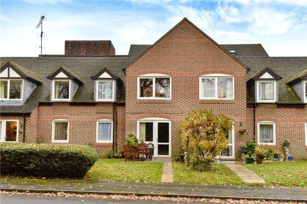 1 Bedroom Retirement Property for sale in McKernan Court, High Street, Sandhurst