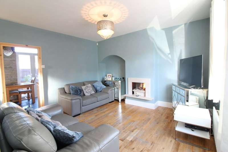 2 Bedrooms End Of Terrace House for sale in Charlecote Road, Dagenham