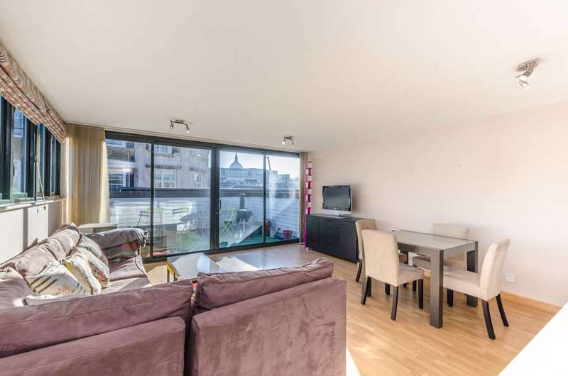 2 Bedrooms Flat for sale in West Smithfield, City, EC1A