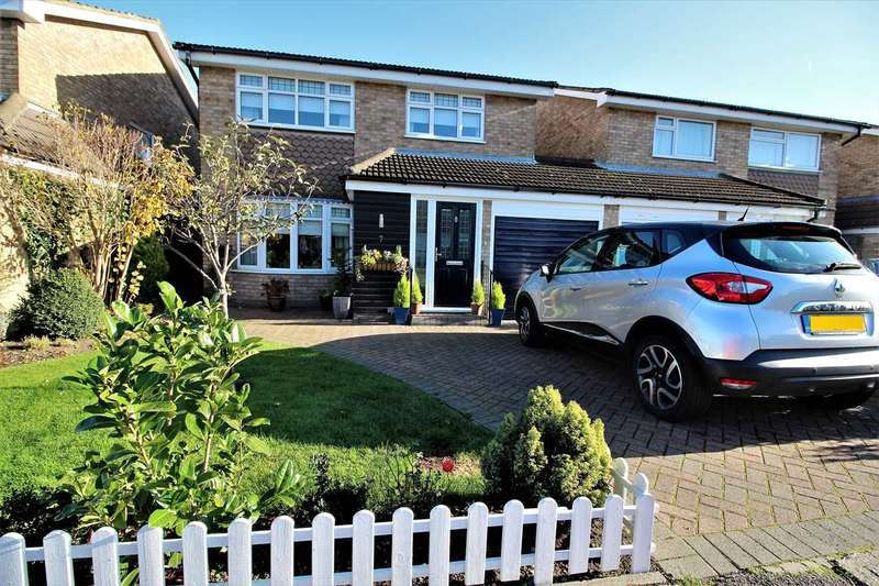 4 Bedrooms Detached House for sale in Montgomery Close, Grays