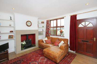 2 Bedrooms Terraced House for sale in The Poplars, Main Road, Cutthorpe, Chesterfield