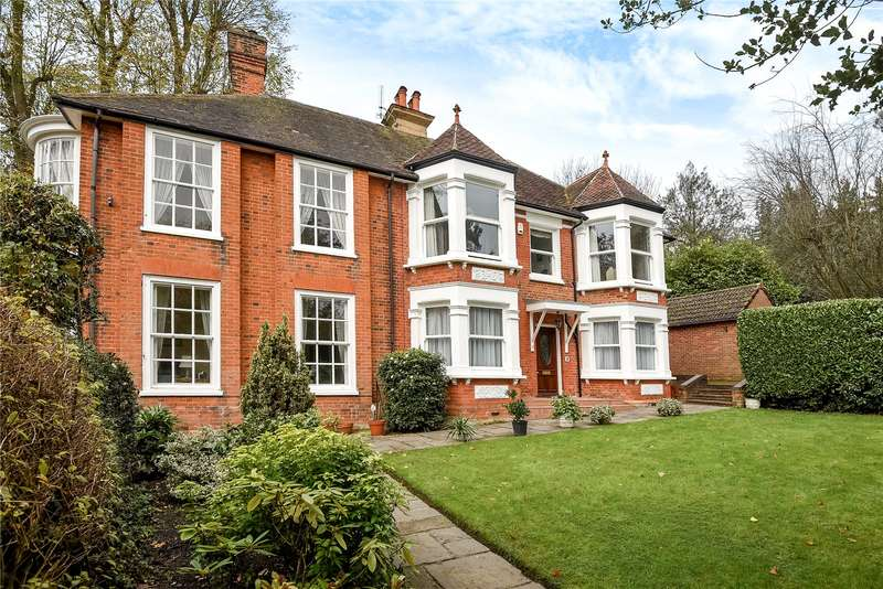 3 Bedrooms Apartment Flat for sale in Hills Lane House, Rickmansworth Road, Northwood, HA6