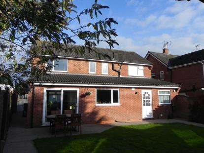 House for sale in Gloucester Crescent, Wigston, Leicester, Leicestershire