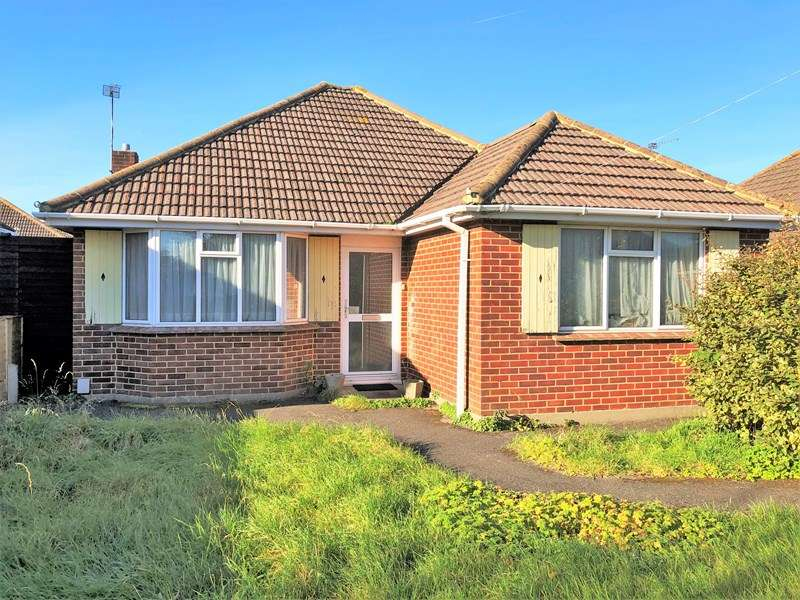 2 Bedrooms Detached Bungalow for sale in Exbury Drive, Bear Cross, Bournemouth