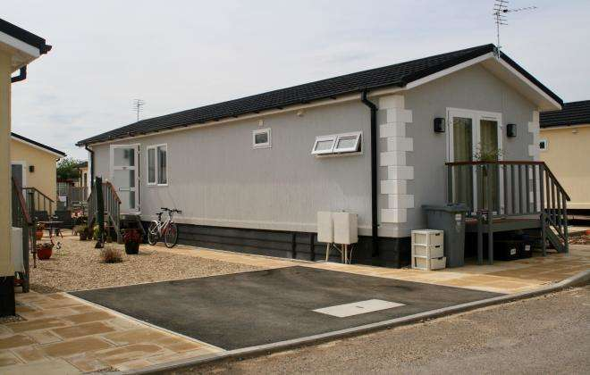 1 Bedroom Park Home Mobile Home for rent in Milestone Road, Carterton, Oxfordshire, OX18 3RT