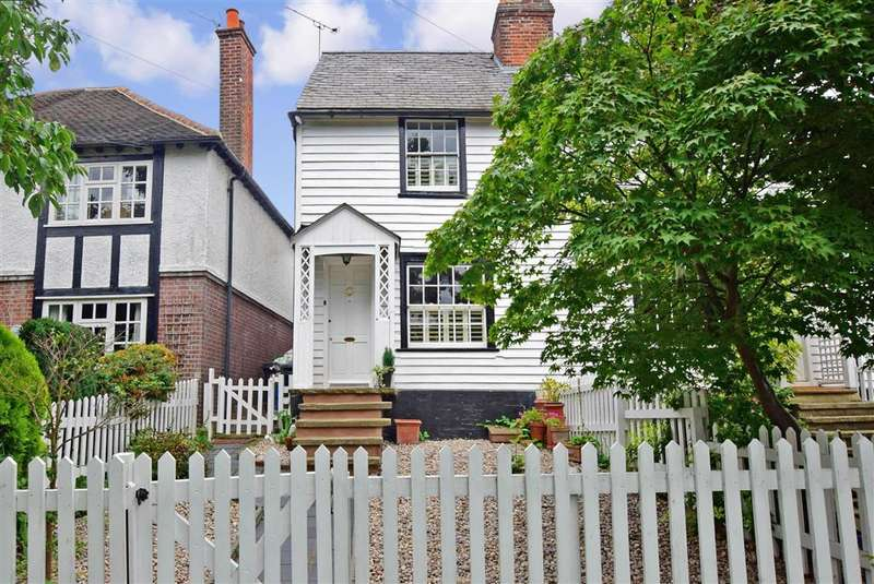 3 Bedrooms End Of Terrace House for sale in York Hill, Loughton, Essex