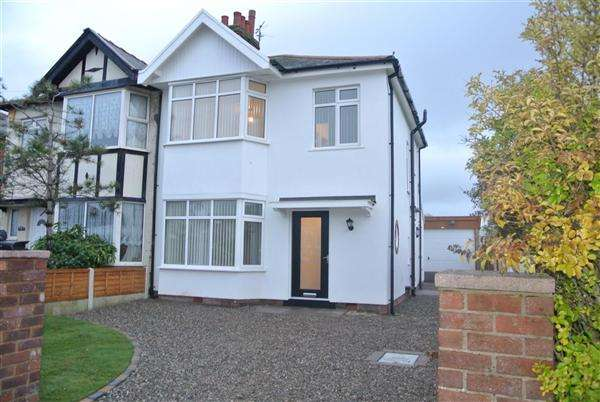 3 Bedrooms Semi Detached House for sale in Warley Road, Blackpool