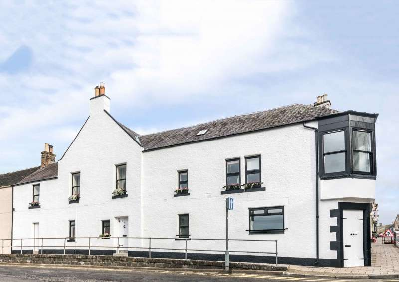 3 Bedrooms Flat for sale in The Valley, Selkirk, Borders, TD7 4DQ