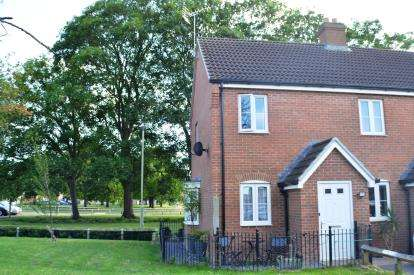 2 Bedrooms Maisonette Flat for sale in Rudloe Drive Kingsway, Quedgeley, Gloucester, Gloucestershire