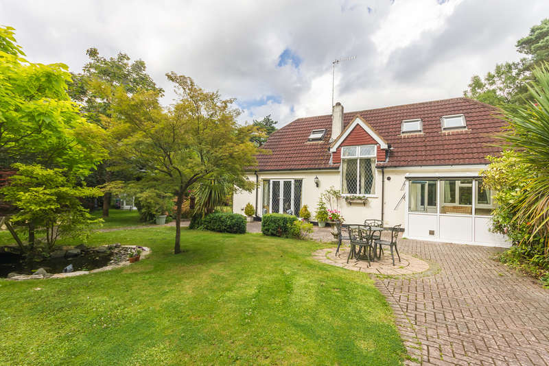 3 Bedrooms Chalet House for sale in St Leonards, Ringwood, Hampshire