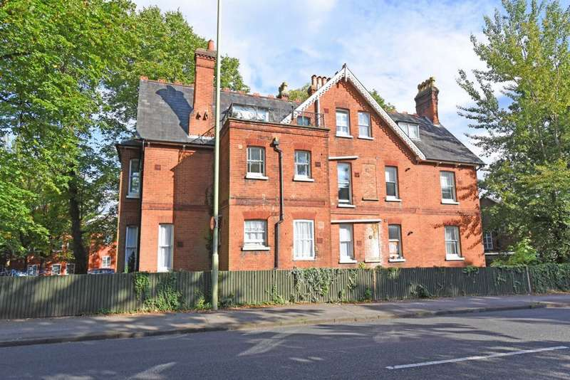 2 Bedrooms Apartment Flat for sale in Southampton Street, Farnborough, GU14