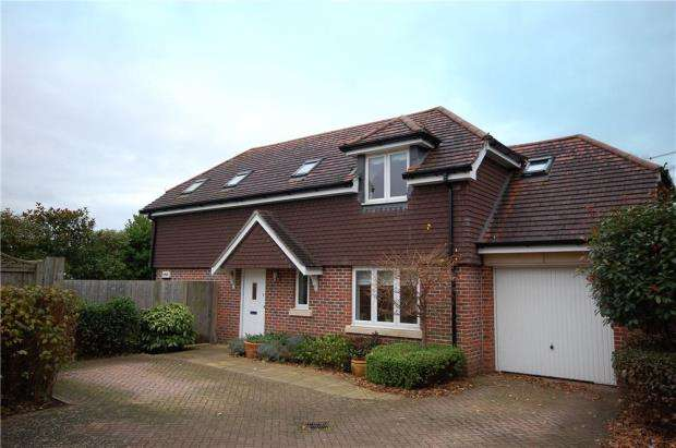 4 Bedrooms Detached House for sale in Canberra Close, Christchurch, Dorset, BH23