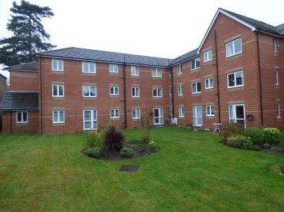 1 Bedroom Retirement Property for sale in Mavis Grove, Hornchurch, Essex