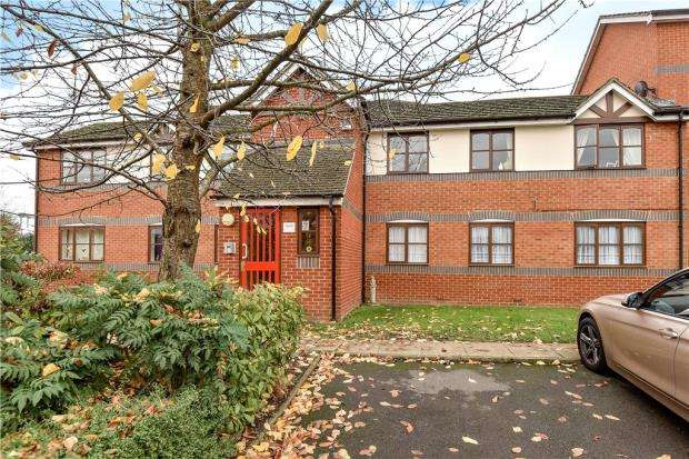 2 Bedrooms Apartment Flat for sale in Coalmans Way, Burnham, Slough